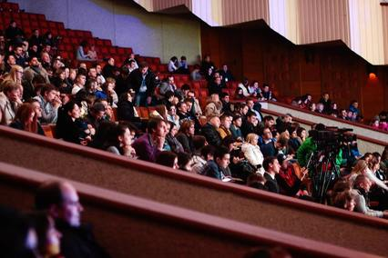 audience-crowd-event-301987_1.jpg